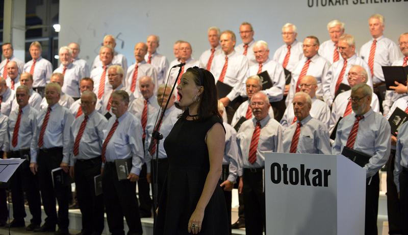 Otokar çalışanlarına fabrikada konser
