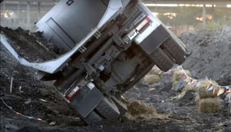 Volvo Kamyon'u bir çocuk sürer ise... (VİDEO)