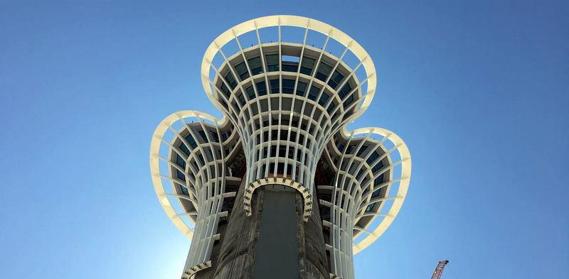 1080 tonluk yükü 103 metre yüksekliğe taşıdı ve montajını gerçekleştirdi