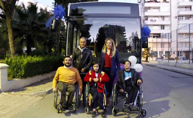 Temsa, Adana Genç Engelliler Spor Kulübü'ne Avenue otobüs teslim etti