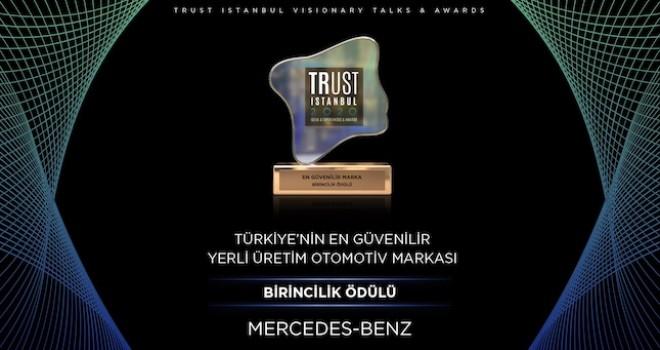 Mercedes-Benz Türk'e Türkiye'nin En Güvenilir Yerli Üretim Otomotiv Markası Ödülü