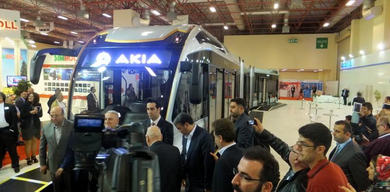 25 metrelik, 290 yolcu kapasiteli dev metrobüs tanıtıldı