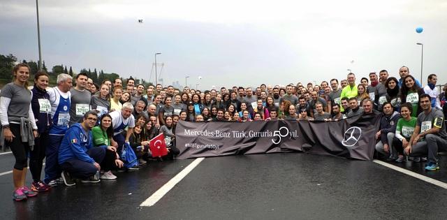 250 Mercedes-Benz Türk çalışanı İstanbul Maratonu'nda koştu ve Darüşşafaka Camiyeti'ne rekor bağış topladı
