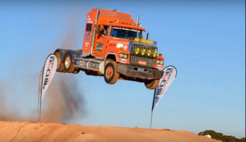 Uçan kamyon (Video)