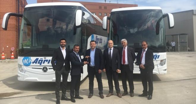 Mercedes-Benz Türk'ten 2 firmaya 3 adet otobüs
