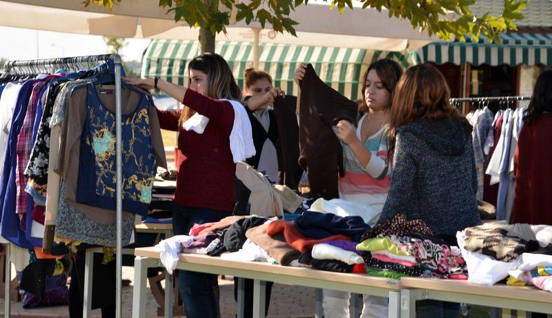 Adana BTÜ'de Sabancı Gönüllüleri Temsa Çalışanları ile Kıyafet Değişim Şenliği Yapıldı