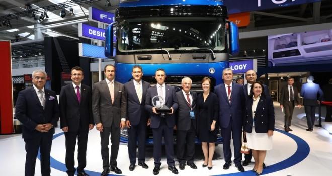 """Ford Trucks'ın Yeni Çekicisine """"Uluslararası Yılın Kamyonu Ödülü"""""""