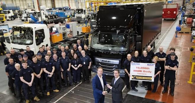 Leyland Trucks, fabrika çıkışı kasası olan 10 bininci DAF kamyonunu üretti