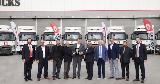 Horoz Lojistik'e 10 adet Renault Trucks T 460 4x2 çekici teslim edildi