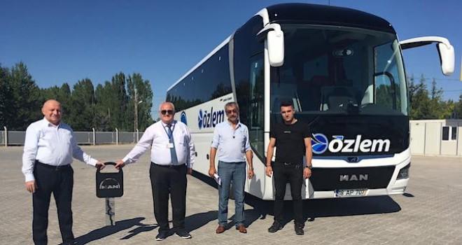 Özlem Seyahat filosuna 13 metre 2+1 VIP MAN Lion's Coach kattı