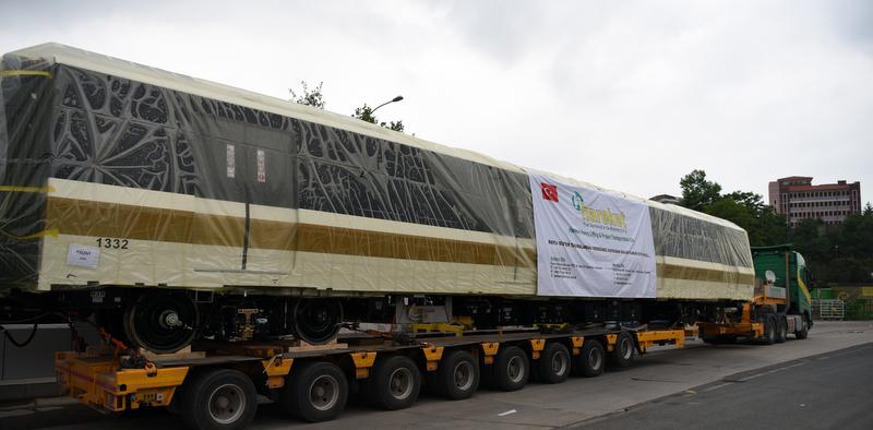 68 adet dev metro vagonları raylara indirildi