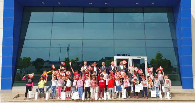 Krone, Tire Fabrikası'nda çocuklarla 23 Nisan'ı kutladı