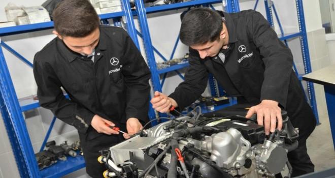 Mercedes-Benz Türk'ten Mesleki ve Teknik Anadolu Liseleri'ne Teknolojik Destek
