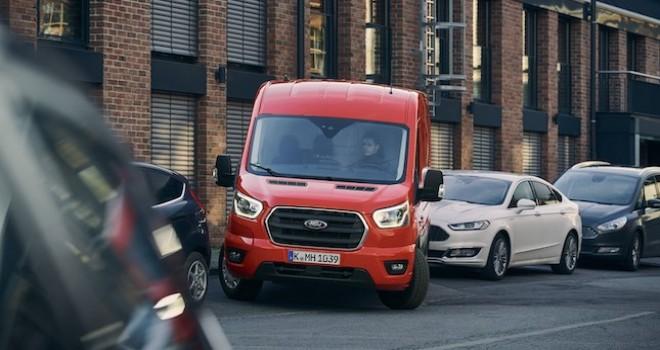 Ford'un Yeni Transit ile birlikte sunduğu 'Aktif Park Asistanı' park etmeyi kolaylaştırıyor