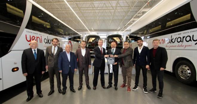 Yeni Aksaray Seyahat'e 4 adetyeni Lion's Coach otobüs