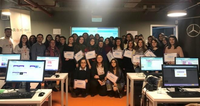 Mercedes-Benz Türk'ten Yıldız Kızlara Kodlama Eğitimi