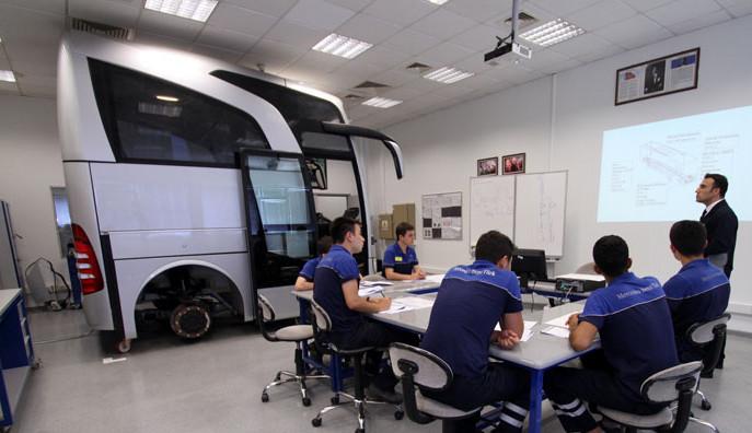 200 yeni mezunun iş bulduğu Mercedes-Benz Türk'ün eğitim projesine ödül!