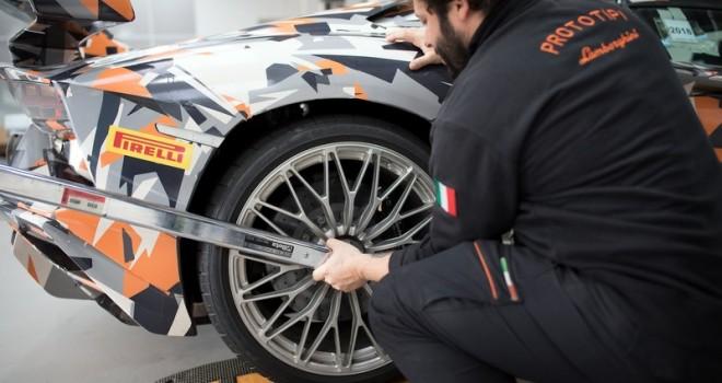 """Lamborghini, Yeni Rekorunu Pirelli """"P Zero"""" Lastikleriyle Kırdı"""