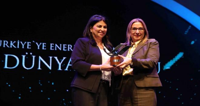 Shell Küresel Ar-Ge ve Ticari Teknolojiler Başkan Yardımcısı Selda Günsel'e Enerji Bakanlığı'ndan ödül