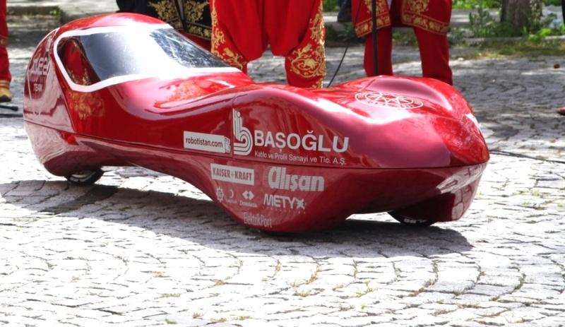 26 kilo ağırlığındaki bu araç 1 TL'lik enerji ile 1600 kilometre mesafe kat edecek!
