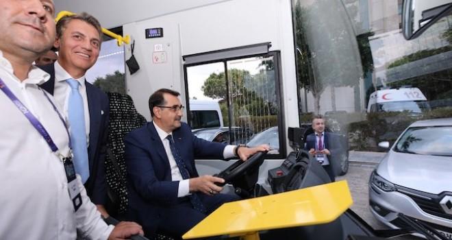 Enerji ve Tabi Kaynaklar Bakanı Fatih Dönmez TEMSA MD9 ElectriCITY otobüsü test etti
