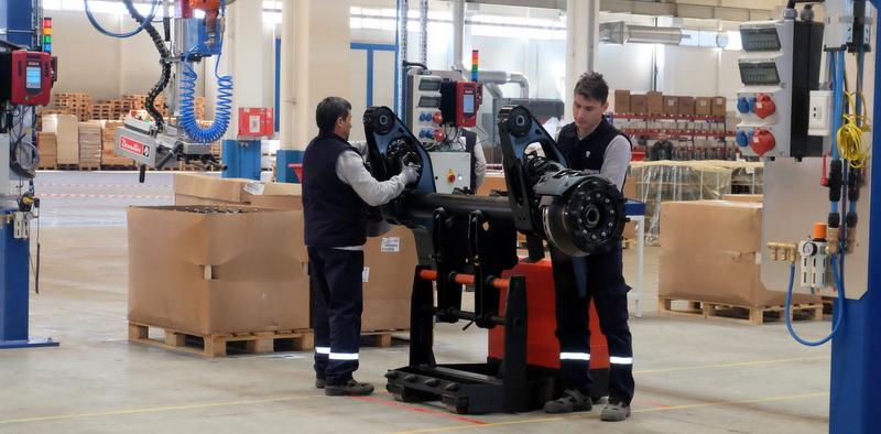 Alman devi Düzce'de fabrika açtı, ticari araçlara yılda 35 bin aks üretecek!