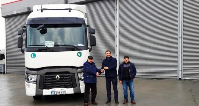 Koçaslanlar Otomotiv'den Marmaray Lojistik'e 2 adet Renaul Trucks T 460 çekici