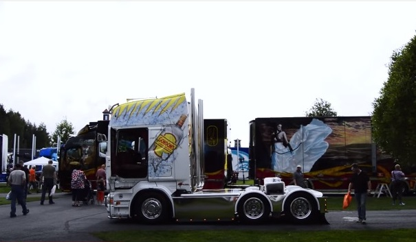 İşte en süslü kamyonların şovu! (Video)