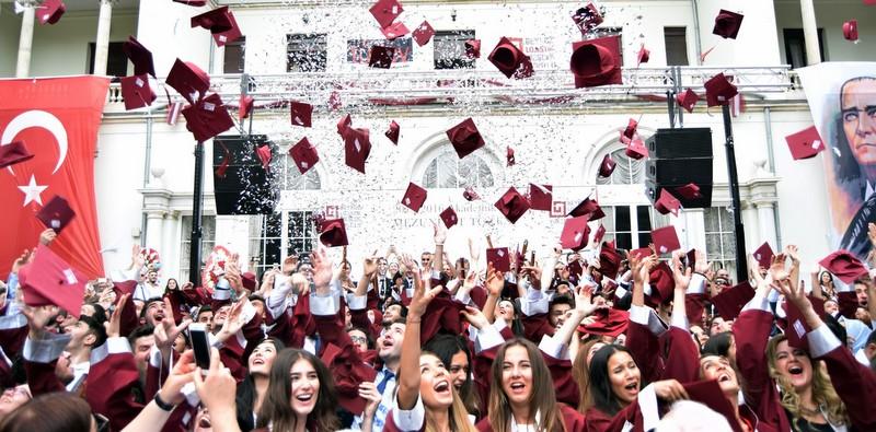 Beykoz Lojistik MYO'dan 575 öğrenci mezun oldu