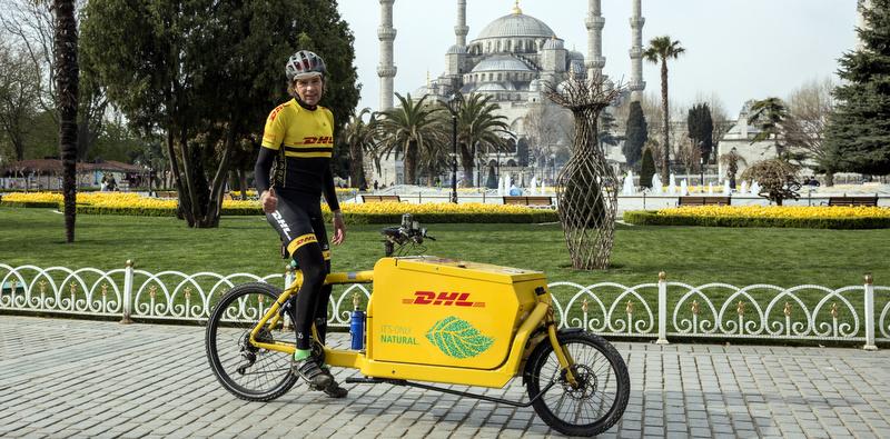 Bisikletle Tayland'dan yola çıktı İstanbul'da teslimat yaptı