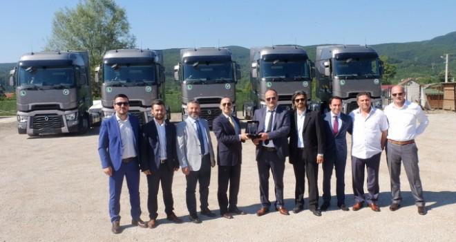 22 yıl şoförlük yapan Düzceli nakliyeciye 25 adet Renault Trucks T520 yüksek kabin