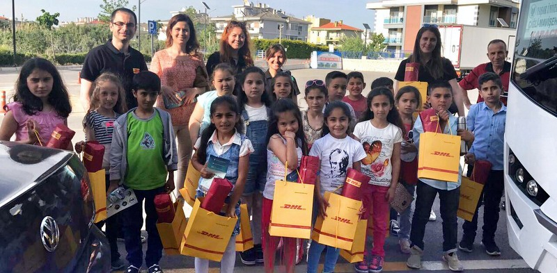 DHL Freight İzmir şubesi çalışanları, öğrencileri tiyatroyla tanıştırdı