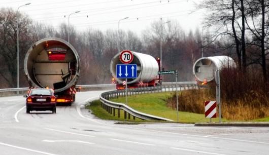 Dev rüzgar türbinlerini Kässbohrer low-bedlerle Litvanya'dan Kazakistan'a taşıdı