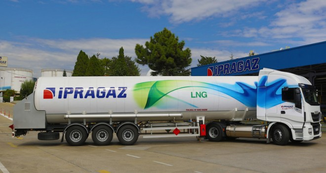 Filosuna ilk LNG'li çekicisini kattı