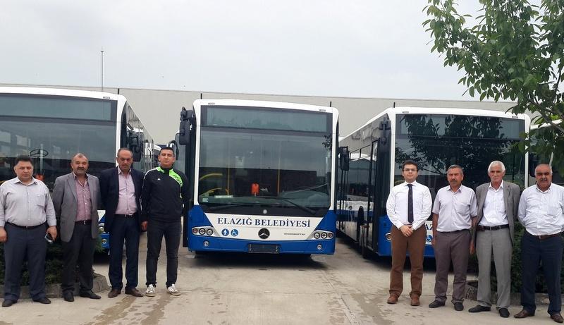 Mercedes-Benz Türk 2 belediyeye toplam 6 otobüs teslim etti