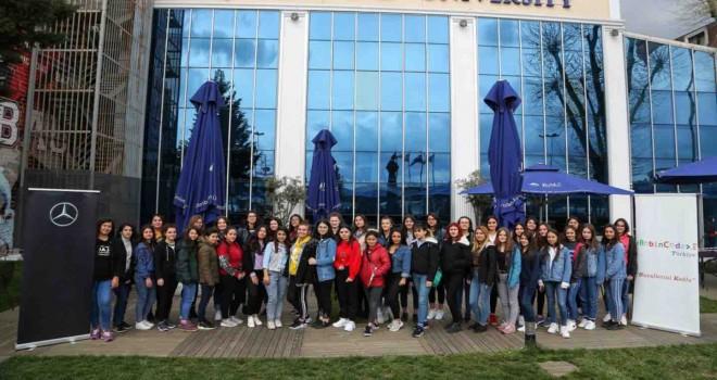 Mercedes-Benz Türk'ün Yıldız Kızlar'ı Bilişim Teknolojileri Eğitim Programı'nda buluştu