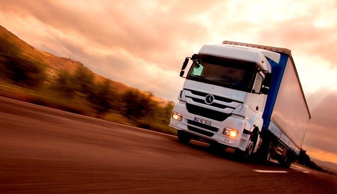 Mercedes-Benz eski kamyon motorlarını yeniliyor!