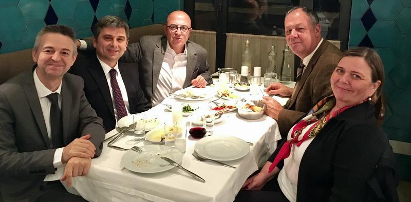 GÜNÜN FOTOĞRAFI: 5 başkan yemekte buluştu