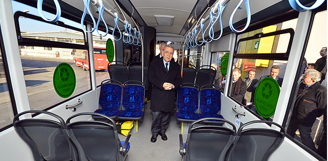 İzmir Büyükşehir Belediyesi, Türkiye'nin ilk elektrikli otobüs filosunu kurdu