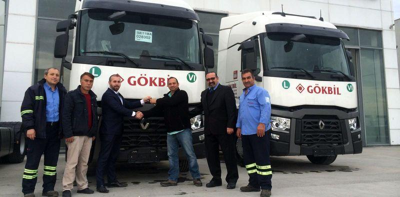 Koçaslanlar Otomotiv'den 2 firmaya 6 adet Renault Trucks teslimatı