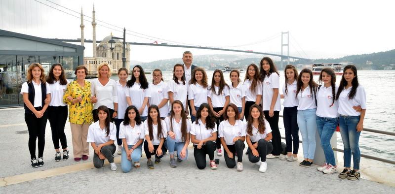 Mercedes-Benz Türk, 12 yılda 3 bin 950 kız öğrenciyi destekledi, şimdi iş bulmalarına da yardımcı olacak