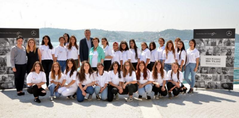 """Mercedes-Benz Türk'ün """"Her Kızımız Bir Yıldız"""" eğitime destek projesi 13 yıldır devam ediyor"""