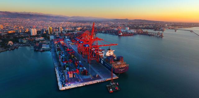 Mersin Limanı'nın yüzde 40 hissesi Avustralyalı altyapı fon şirketine devrediliyor
