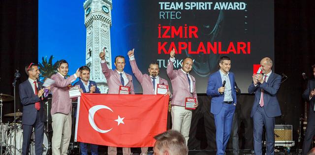 """Renault Trucks Türk ekibi  """"En İyi Takım Ruhu"""" ödülünün sahibi oldu"""