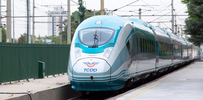 Saatte 300 kilometre hız yapan trenin ikincisi TCDD'ye teslim edildi