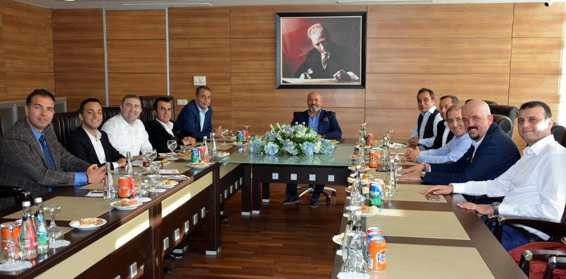 Scania yöneticileri, Ankaralı lojistikçilerle buluştu