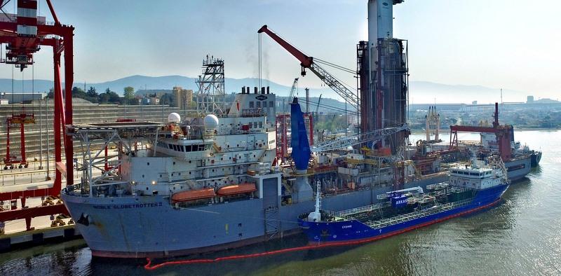 Türkiye'nin tek seferde gerçekleştirilen en büyük deniz motorini  ikmalini yaptı