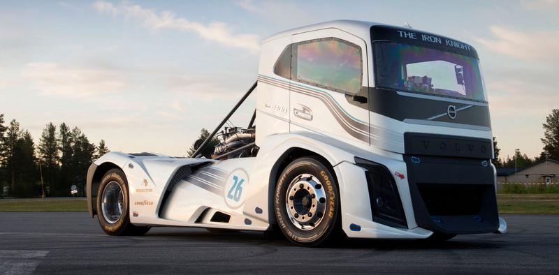 Volvo, Goodyear'ın özel lastikleri ile dünya hız rekorunu kırdı!