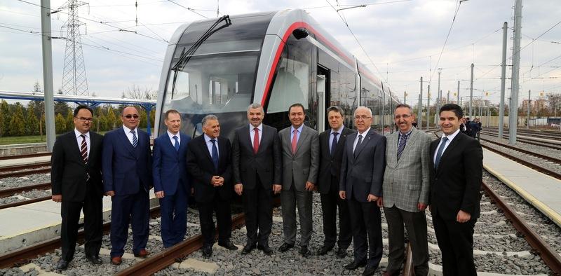 Yerli üretim ilk tramvayı Kayseri'ye teslim etti