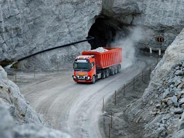 Volvo Trucks'ın sürücüsüz kamyonu taş ocağında…